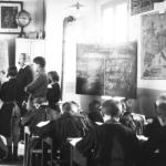 Une salle de classe au travail en 1912