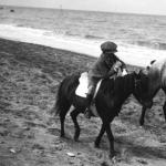 Promenade à cheval sur la plage de Deauville, 1912