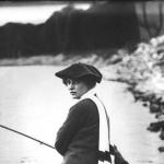 Portrait d'une femme pêchant à la ligne , 1912