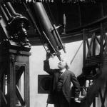 Mr. Flammarion étudiant les astres, 1921