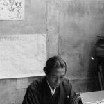 Le peintre japonais de Tode dans son atelier, 1930